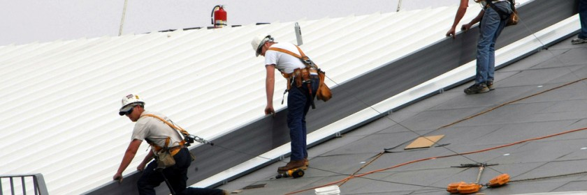 Cool roof installation by Gatineau roofing experts can help you save, improve comfort, and protect the environment.